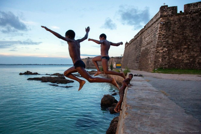 boys jumping to dive